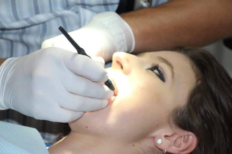 Zahnbehandlung nach den Mondrhythmus