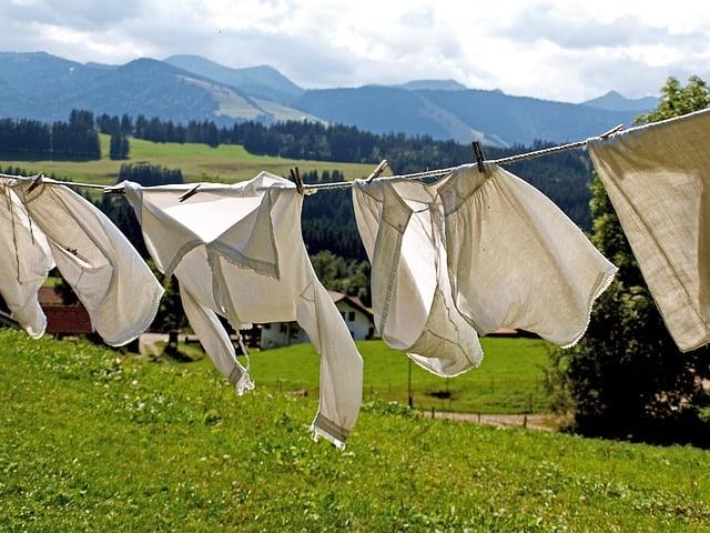 Wäscheleine mit Wäsche